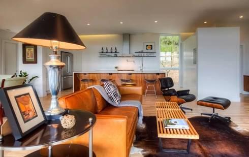 Airbnb Texas : modern Living room by Urban Savvy Design