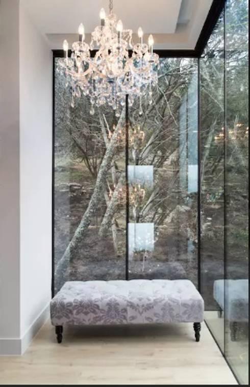 Airbnb Texas :  Corridor, hallway & stairs  by Urban Savvy Design