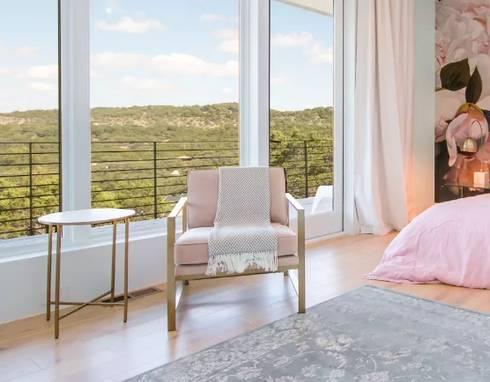 Airbnb Texas : modern Bedroom by Urban Savvy Design