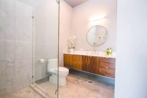 Airbnb Texas : modern Bathroom by Urban Savvy Design