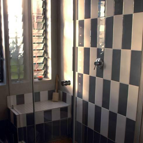 Guest Bathroom: modern Bathroom by Ininside