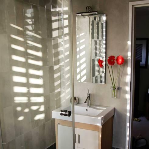 Ilkley Road: modern Bathroom by Ininside