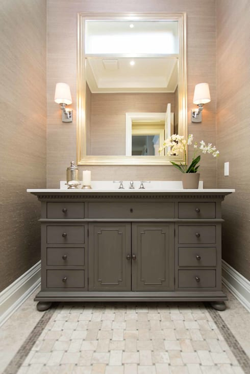 Powder Room: classic Bathroom by Frahm Interiors