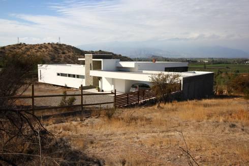 Vivienda JVL, Rinconada de Los Andes: Casas de estilo moderno por C3proyecta