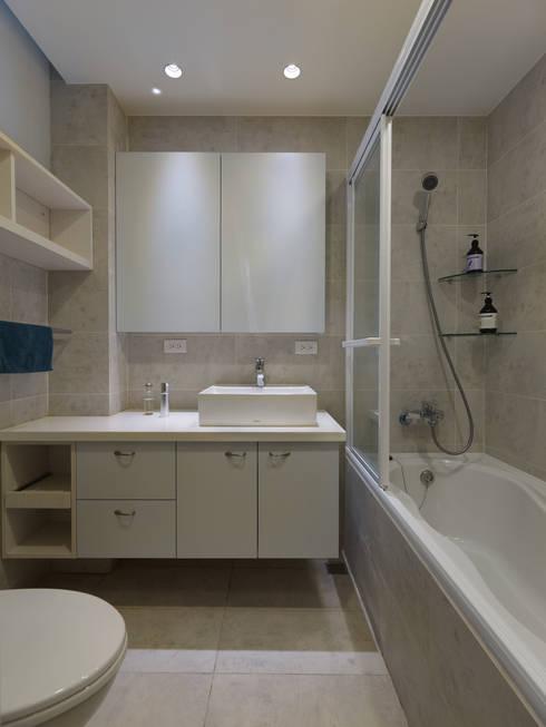 美式人文:  浴室 by 倍果設計有限公司