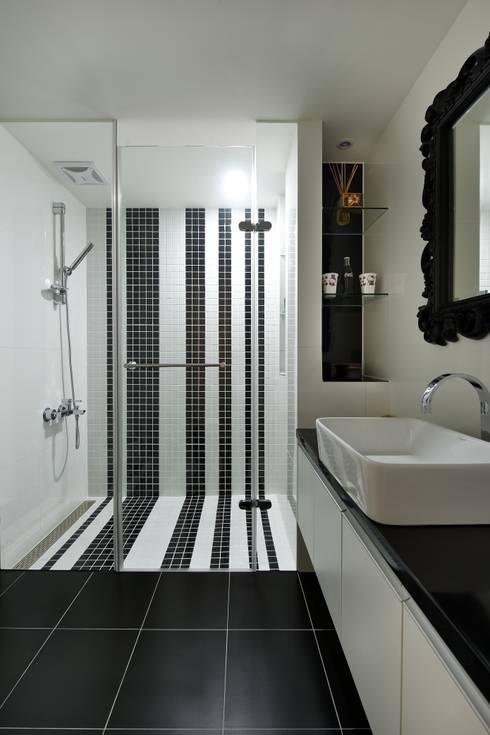 黑與白:  浴室 by 倍果設計有限公司