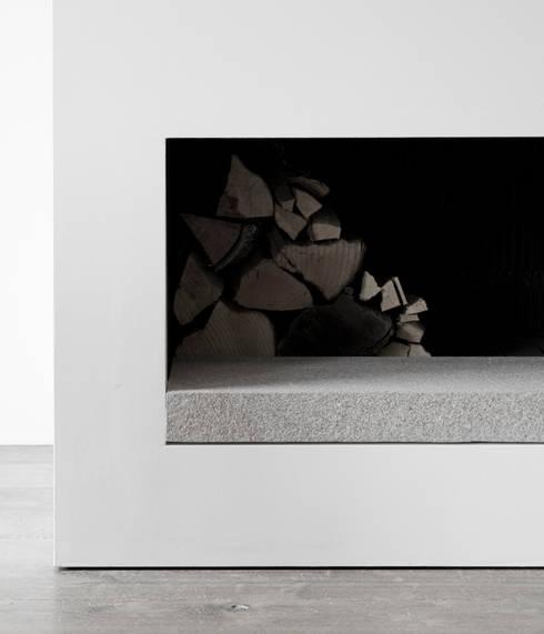 Detail Fireplace:  Woonkamer door Jen Alkema architect