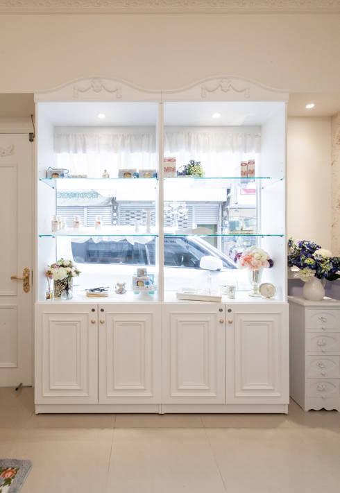 蕾思禮夫人香氛莊園:  辦公空間與店舖 by 貝爾空間設計