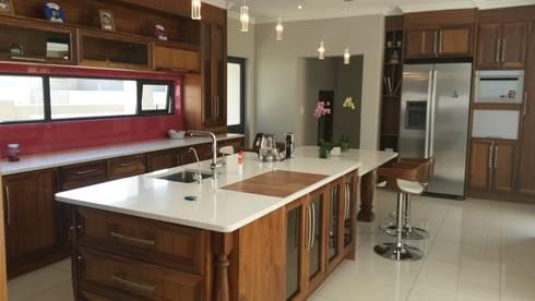 Modern Semi Solid Kitchen: modern Kitchen by SCD Kitchens