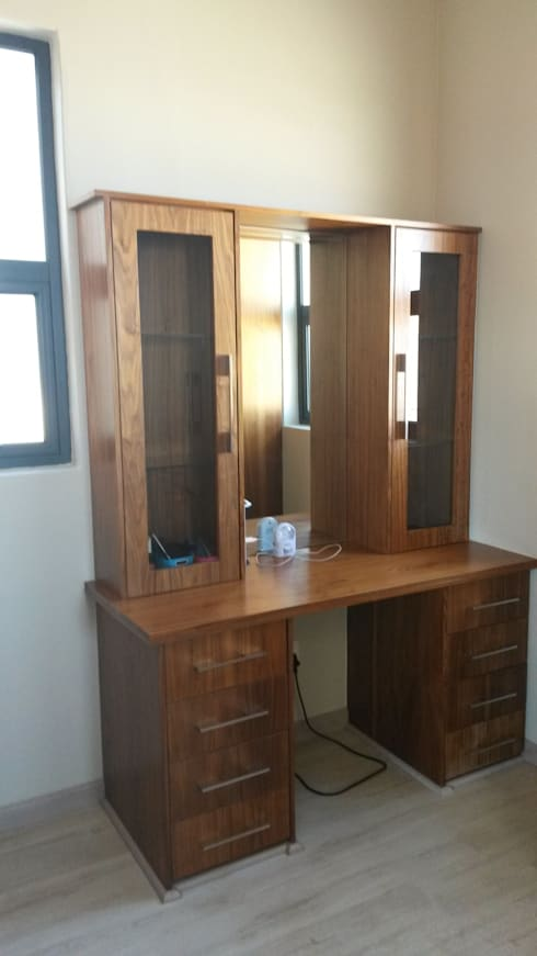 Dressing room by SCD Kitchens