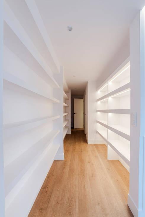 Ingresso & Corridoio in stile  di Irrazábal |studio|