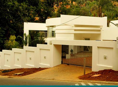 Northcliff residence: modern Houses by Essar Design