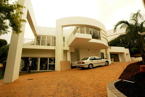 Northcliff residence upgrade: modern Houses by Essar Design