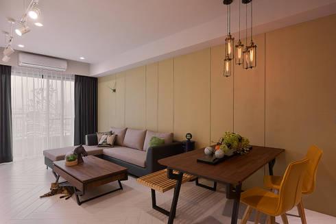 客廳與沙發背牆:  牆面 by 趙玲室內設計
