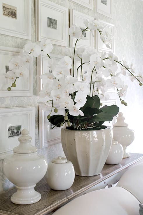 Ceramic accessories: classic Living room by Peter Thomas Interiors