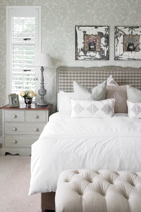 Neutral check: classic Bedroom by Peter Thomas Interiors