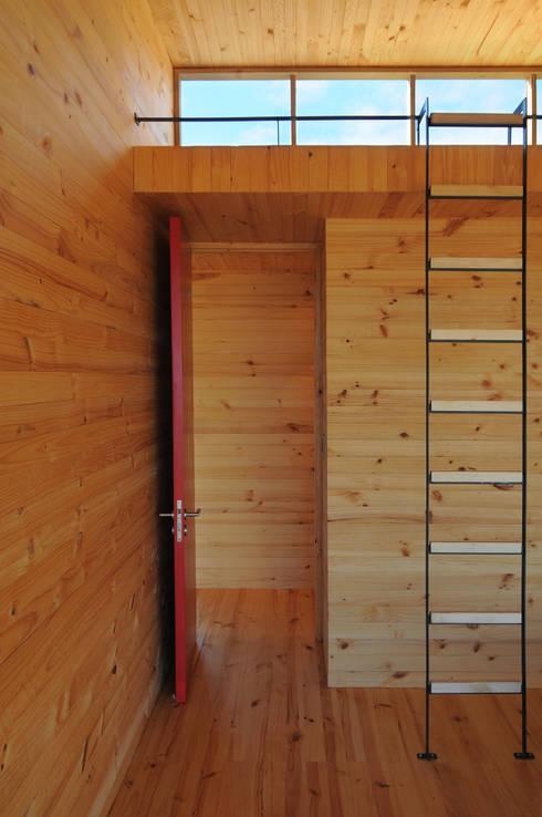 Casa Tunquén: Dormitorios de estilo minimalista por Nicolas Loi + Arquitectos Asociados