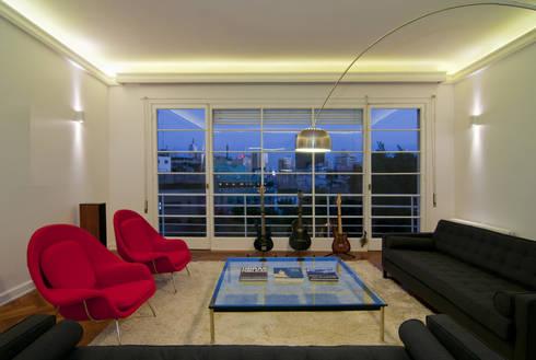 Remodelación Departamento Parque Forestal: Livings de estilo minimalista por Nicolas Loi + Arquitectos Asociados
