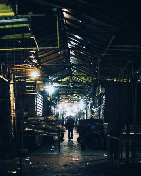 Propuesta de cubiertas para el callejón de los pobres de Maracaibo.: Espacios comerciales de estilo  por Pertopia