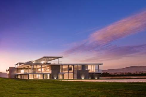 CASA MEMORY: Casas de estilo moderno por Chetecortes