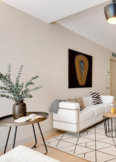 غرفة المعيشة تنفيذ Markham Stagers