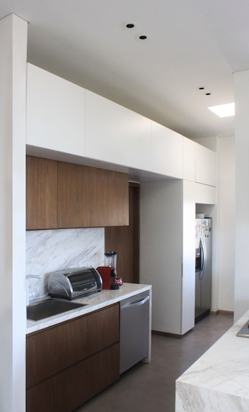 Remodelación Apartamento Echeverry: Cocinas de estilo minimalista por Contrafuerte Arquitectura