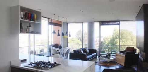 Remodelación Apartamento Echeverry: Salas de estilo minimalista por Contrafuerte Arquitectura