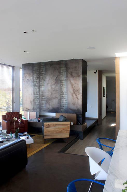 Remodelación Apartamento Echeverry: Salas de estilo industrial por Contrafuerte Arquitectura