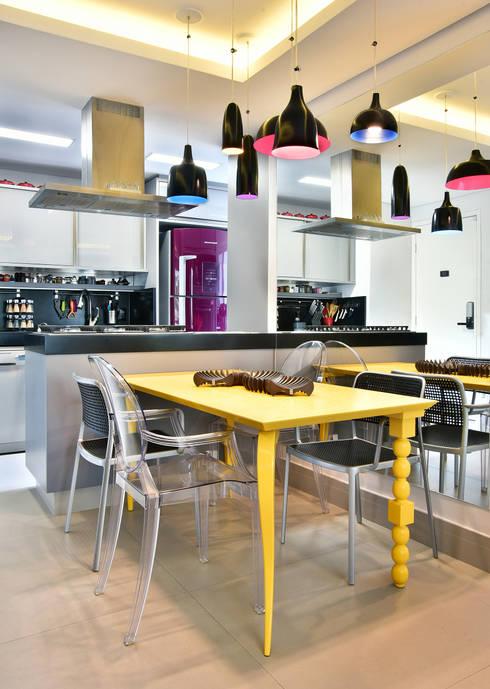 Mesa de Jantar 160 Reta Conceito Amarela: Sala de jantar  por Move Móvel  Criação de Mobiliário