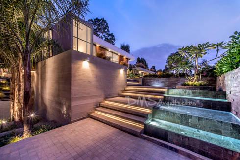 INGRESO PRINCIPAL: Casas de estilo moderno por DMS Arquitectas
