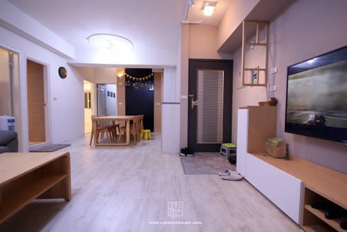 高雄新興 謝公館:  走廊 & 玄關 by 協億室內設計有限公司