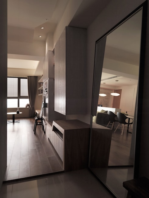 春分:  走廊 & 玄關 by 形繹室內裝修設計有限公司