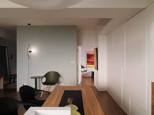 春分:  餐廳 by 形繹室內裝修設計有限公司