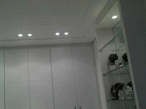 modern Dressing room by Patricia Armellei Arquitetura