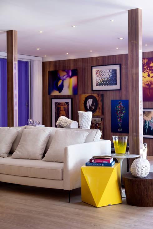 客廳 by Karinna Buchalla Interiores