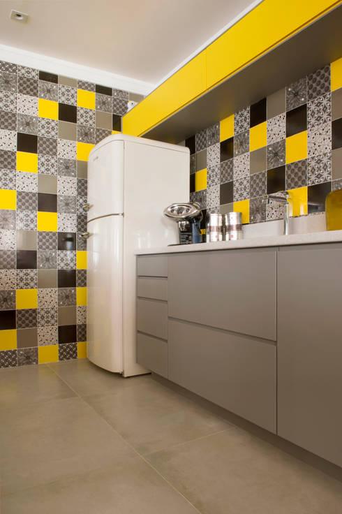 廚房 by Karinna Buchalla Interiores