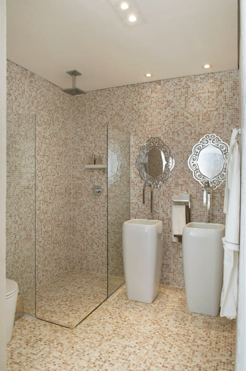 Ванные комнаты в . Автор – Karinna Buchalla Interiores