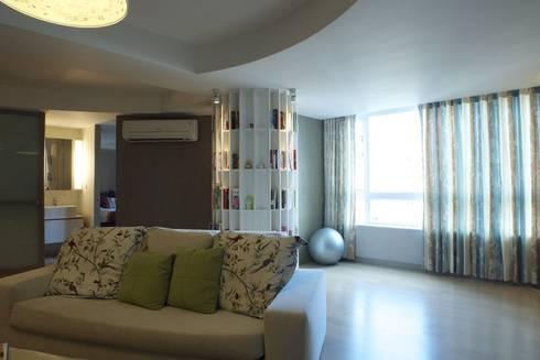 客廳景觀窗:   by 果仁室內裝修設計有限公司