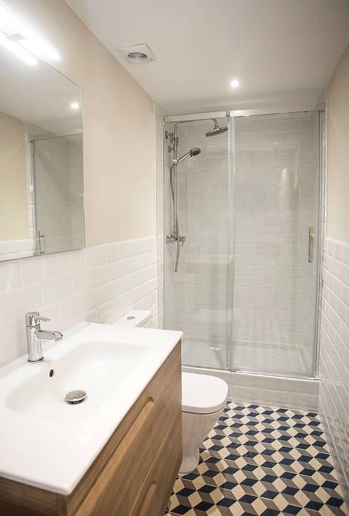 浴室 by Grupo Inventia