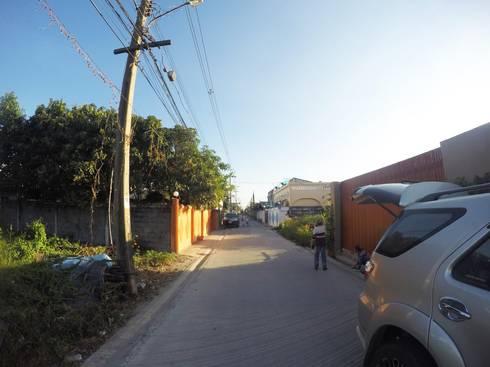 บ้านพักอาศัย 2 ชั้น Mr. Richard Rothhaas และ คุณกบ.:   by NAADstuido