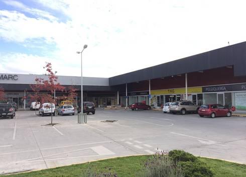 STRIP CENTER BARRIO INGLES: Centros Comerciales de estilo  por surarquitectura