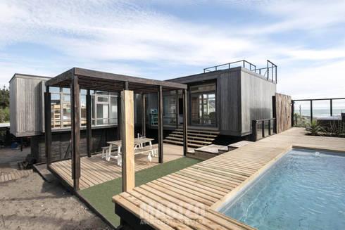 Casa Matanzas: Casas de estilo moderno por MACIZO Arquitectura y Construcción Limitada