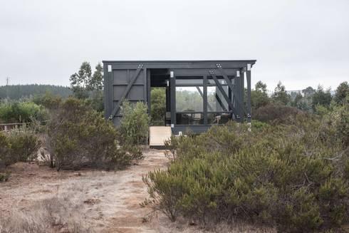 Deck Tunquen: Casas de estilo moderno por MACIZO Arquitectura y Construcción Limitada