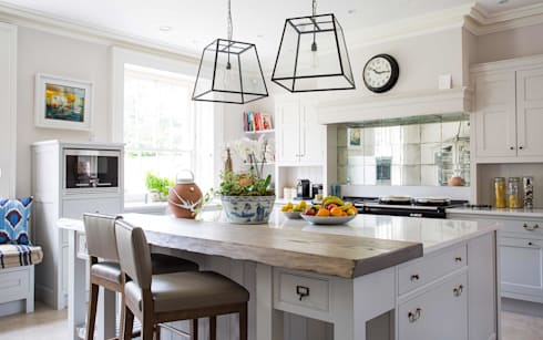 Country Manor Kitchen : classic Kitchen by Thompson Clarke