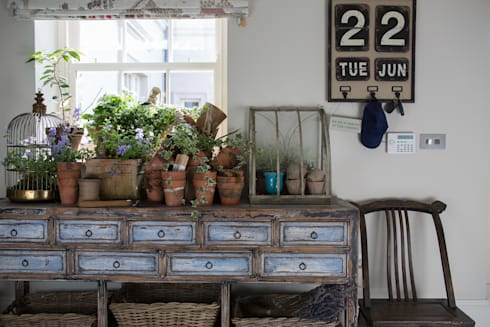 Country Manor Potting Table : classic Living room by Thompson Clarke