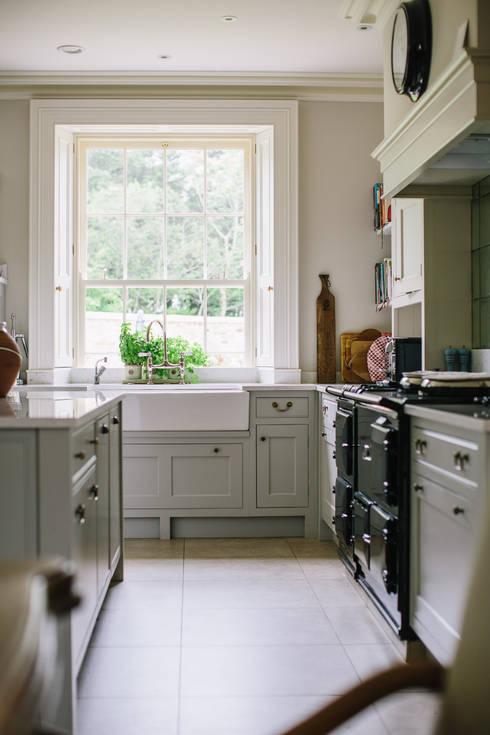 Country Manor Kitchen :  Kitchen by Thompson Clarke