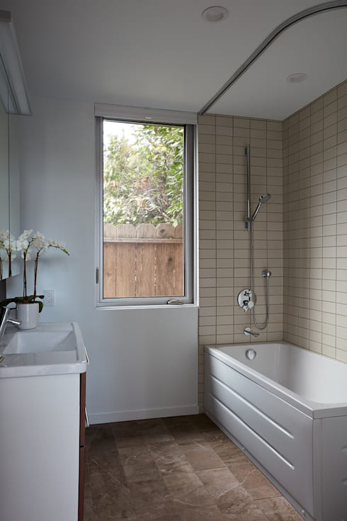 San Carlos Midcentury Modern Remodel:  Bathroom by Klopf Architecture