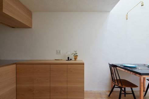 京の町屋 改修: 一級建築士事務所 こよりが手掛けたキッチンです。