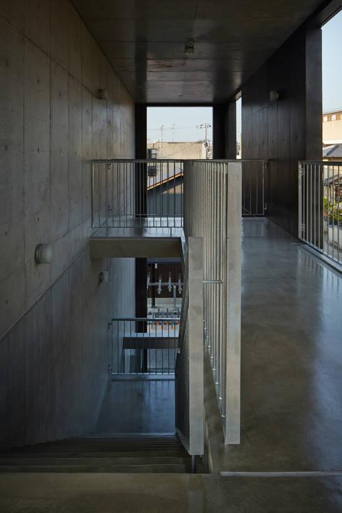 カントK: 一級建築士事務所 こよりが手掛けた廊下 & 玄関です。