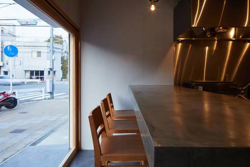   料理とお酒 晴ル: 一級建築士事務所 こよりが手掛けたキッチンです。
